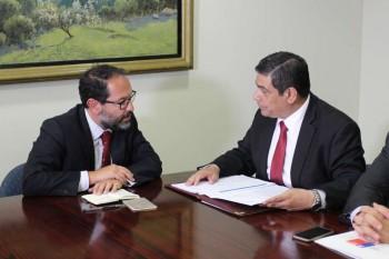 Juan Ignacio Piña, presidente del CDE, junto al ministro de Bienes Nacionales, Víctor Osorio.