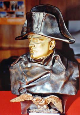 Busto de Napoleon, de su coleccion de 11 esculturas del personaje.