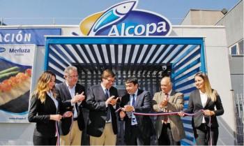 Diputados Campos y Ulloa en inauguración sala de venta pesquera (2015)