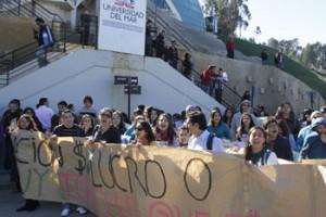 Alumnos de UVM Marcharon por calles de Reñaca