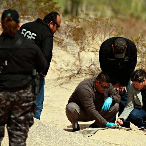 Luis Torres | Archivo | El Diario | Elementos de la Fiscalía General del Estado, durante el rastreo realizado en 2012, donde se encontraron más de veinte restos óseos pertenecientes a mujeres que habían sido registradas como desaparecidas