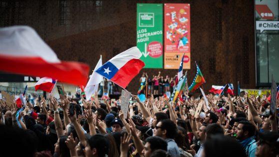 Un ingreso para todos los chilenos (por ser chilenos) en vez del Ingreso Mínimo Garantizado.