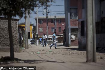 El dominio del narco en las poblaciones más vulnerables de Santiago