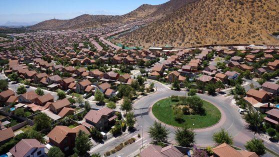 Proyectos inmobiliarios en Pudahuel: las irregularidades de Ciudad de Los Valles e Izarra de Lo Aguirre