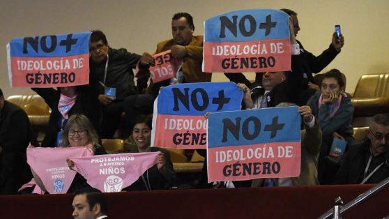 Radiografía a la red que impulsa la arremetida política de los evangélicos en Chile