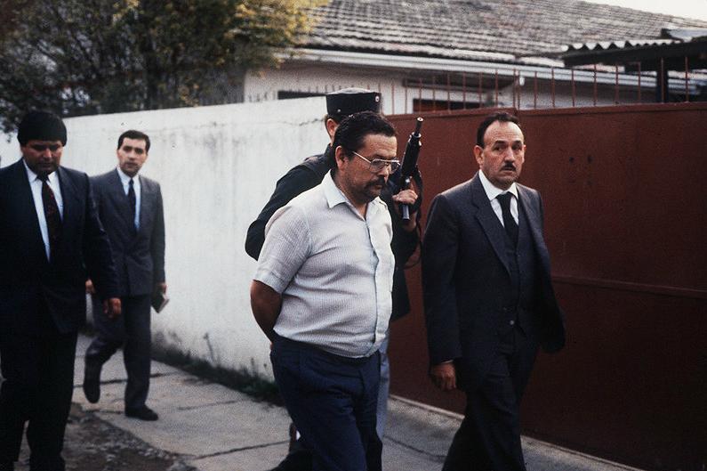 El frentista Rafael Escorza, propietario de la casa-retén, durante una reconstitución de escena en la misma vivienda.