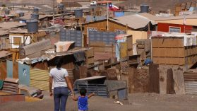 Viviendas hacinadas y campamentos: dos rostros de la desigualdad frente al Covid-19