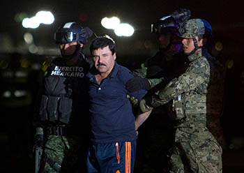 """Extraditado a Estados Unidos, """"El Chapo"""" enfrenta 17 acusaçciones de delitos cometidos entre 1989 e 2014 (Foto: Alfredo Domínguez/La Jornada)"""