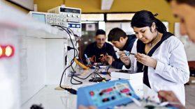 Lo de siempre, el género: entendiendo la brecha salarial en la Educación Media Técnico Profesional