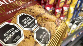 """""""Ley de Etiquetado"""": lobby de industria alimentaria se confronta con estudio que revela alta confianza en sellos"""