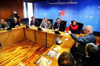 Germán Faúndez en una reunión en la Intendencia del Biobío.