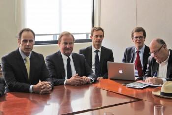 Ejecutivos de CMPC, Sernac y Conadecus en una de las últimas reuniones de la mesa de la compensaciones.