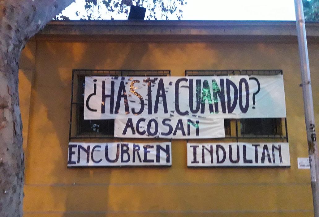 Frontis de la Facultad de Arquitectura y Urbanismo de la Universidad de Chile