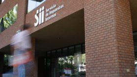 Contraloría aclara que la responsabilidad administrativa de director del SII en el caso Johnson's no está zanjada