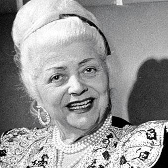 Nina Ricci, cuya nieta y heredera es considerada en registros de HSBC como ama de casa