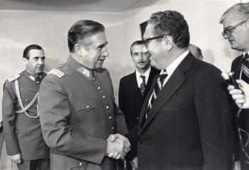 Augusto Pinocher y Henry Kissinger