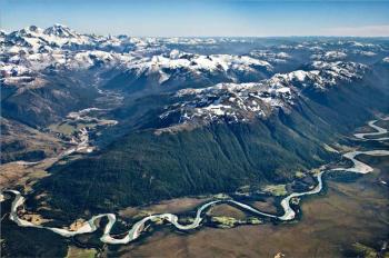 """Río Murta: para muchos ayseninos los ríos son bastante más que solo energía"""" (Fotografía de Linde Waidhofer en libro Patagonia Desconocida)"""