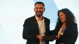 """FNPI entrega premio de Excelencia a Ignacio Escolar: """"Florecerá la prensa de calidad"""""""