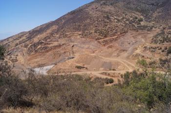 Vista frontal del impacto de Mina Panales en la quebrada.