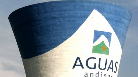 El negocio del agua: ley que rige hace 26 años asegura millonarias utilidades a sanitarias