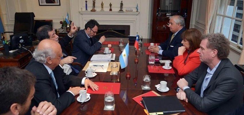 Reunión entre el subsecretario del Interior, Mahmud Aleuy, y la ministra de Seguridad de Argentina, Patricia Bullrich, a raíz de supuestos hallazgos de tráfico de armas entre mapuche de Chile y Argentina