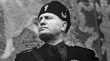 Benito Mussolini, fundador del fascismo corporativista.