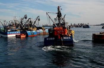 Barricada de barcos en Puerto de Coronel