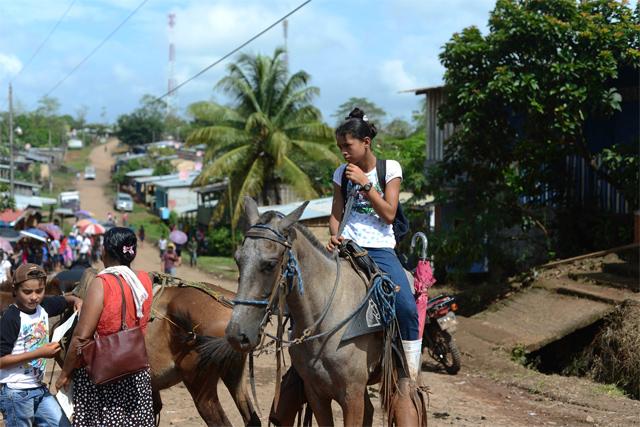 Calle principal de Puerto Príncipe, Nueva Guinea, importante puerto de montaña. Carlos Herrera/Confidencial.