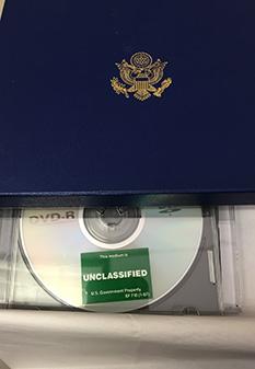 CD con los archivos desclasificados.