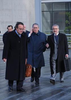 Danilo Rivas junto a sus abogados