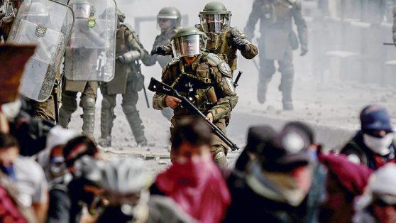 No disparar a la multitud. Prohibiciones internacionales en el uso de la munición antidisturbios que Carabineros no cumple