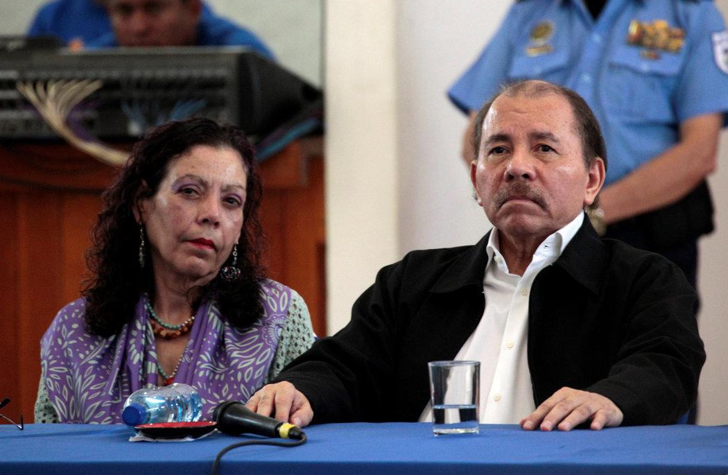 La vicepresidenta Rosario Murillo y el presidente Daniel Ortega, en la primera ronda de diálogo después de las protestas contra su gobierno (Fuente: nytimes.com)
