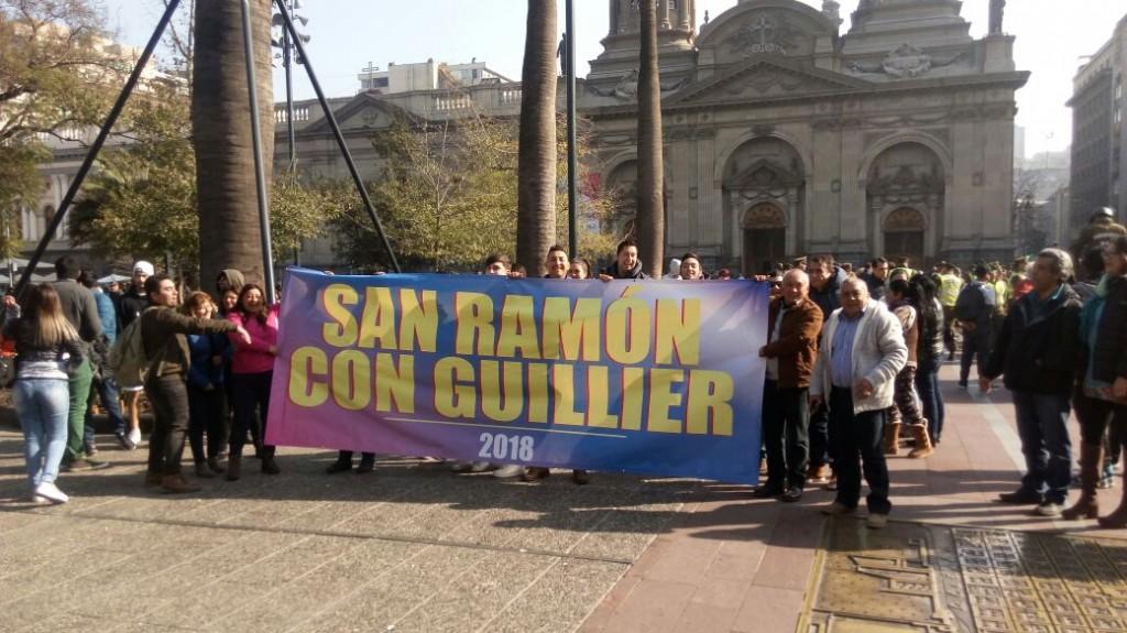 Militantes de San Ramón acompañando a Alejandro Guillier a inscribir su candidatura presidencial