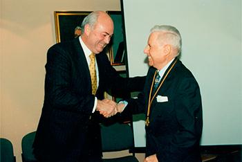 Germán Molina Morel recibe medalla de oro de la CCHC (Fuente: CCHC)
