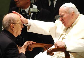 Padre Marcial Maciel junto al Papa Juan Pablo II