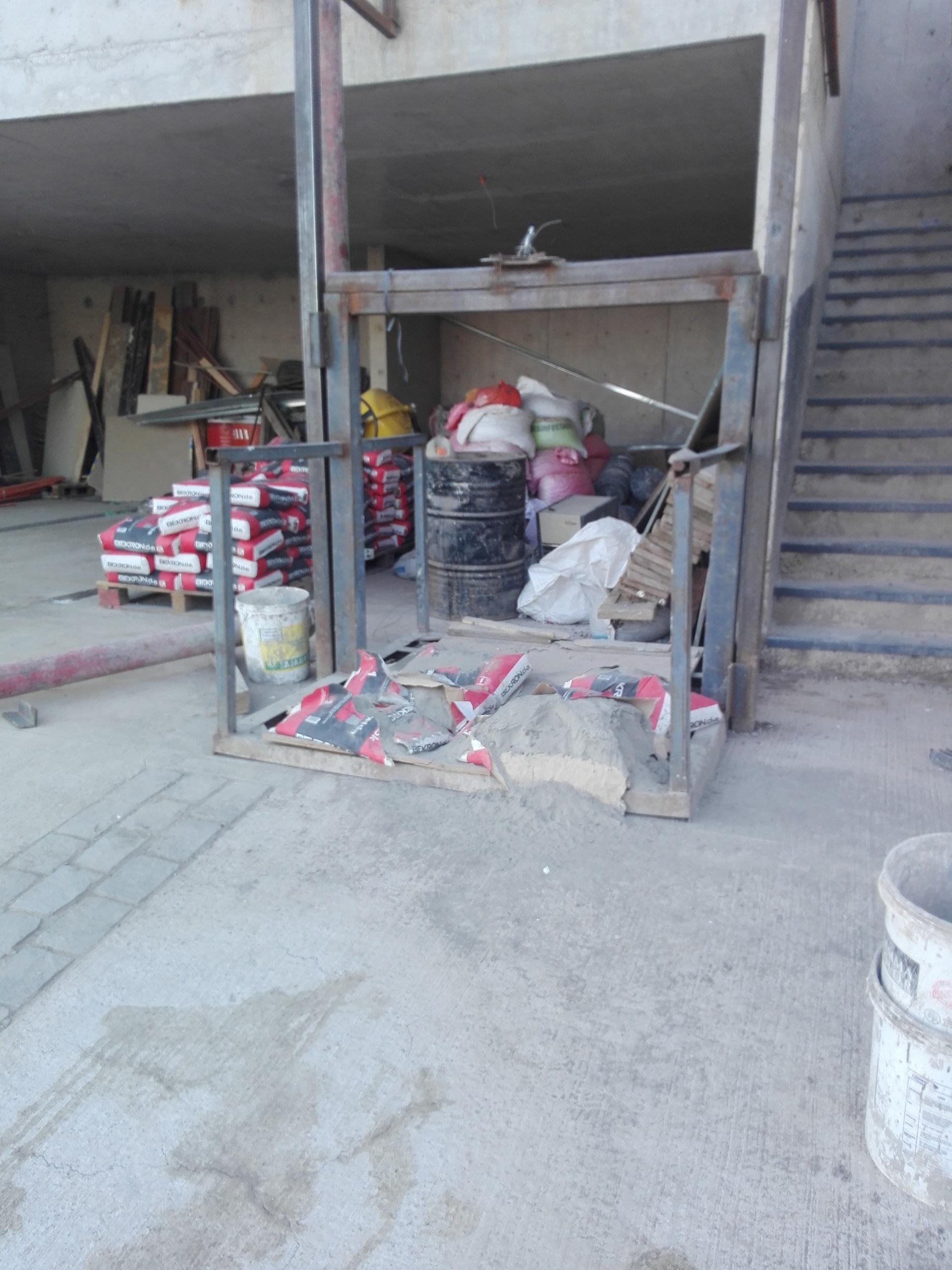 Muerte De Obrero En Nueva Casa De Alexis S Nchez Devela  # Muebles El Obrero