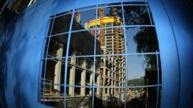 Contraloría sancionó a empleados municipales por irregularidades en permisos de edificación de Costanera Center