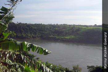El río Paraná dibuja una frontera natural entre Paraguay y Brasil.